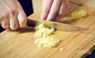 Салат с копченой курицей и ананасом - фото шаг 3