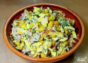 Салат с блинами и кукурузой - фото шаг 7