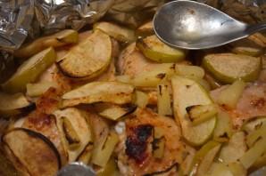 Курица с фруктами в духовке - фото шаг 4