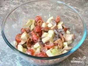 Салат из маринованных грибов - фото шаг 6