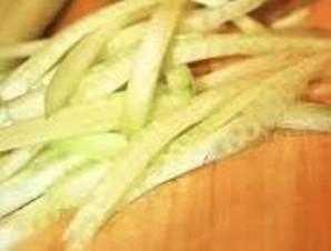Салат с омлетом и курицей - фото шаг 1