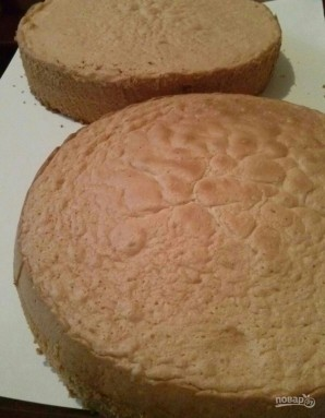 Большой бисквитный торт с безе - фото шаг 5