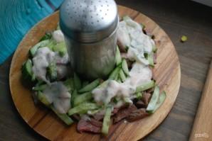 Салат с говядиной и маринованными огурцами - фото шаг 3