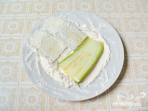 Жареные кабачки с чесночным соусом - фото шаг 2