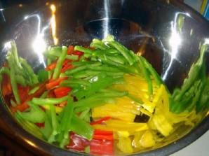 Овощной салат с креветками и лимоном - фото шаг 7