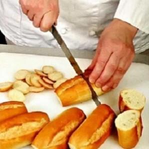 Бутерброды со шпротным паштетом - фото шаг 1