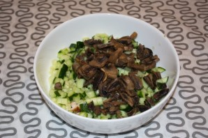 Салат с копченой курицей и шампиньонами - фото шаг 2