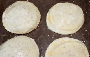 Пирожки с сыром и зеленью - фото шаг 4