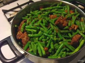 Свинина, тушенная с зеленой фасолью - фото шаг 5
