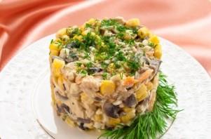 Салат с шампиньонами и кукурузой - фото шаг 10