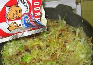Пирожки с капустой и грибами - фото шаг 2