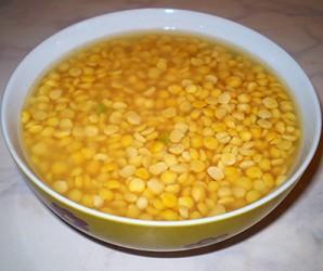 Гороховый суп на мясном бульоне - фото шаг 1