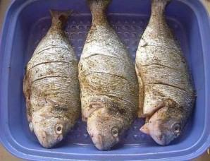 Рыба на решетке в фольге - фото шаг 4