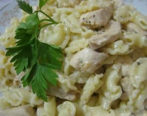Паста c куриной грудкой под сливочным соусом - фото шаг 10