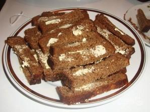 Гренки из черного хлеба с сыром - фото шаг 2