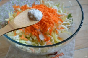 Маринованная капуста с овощами - фото шаг 6