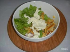 Салат с сухариками, кукурузой - фото шаг 2