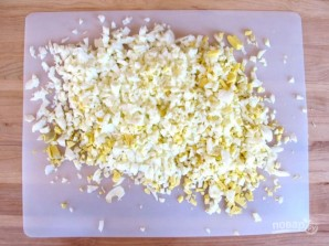 Яичный салат с огурцом - фото шаг 1