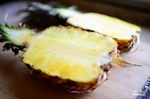 Ананасовые лодочки с фруктами - фото шаг 1