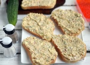 Бутерброды с тунцом и икрой - фото шаг 6