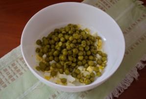 Салат с печенью трески и яйцом - фото шаг 2