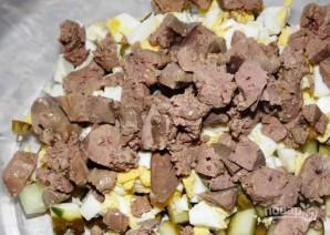 Салат из консервированных огурцов и яиц - фото шаг 2