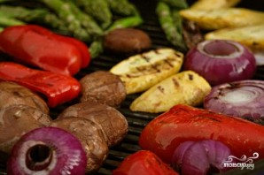 Салат из жареных овощей с грибами - фото шаг 2