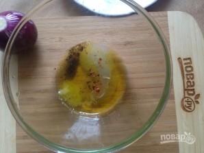 Салат из рукколы, лука и фиников - фото шаг 1
