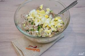 Рыбный салат из консервов - фото шаг 5