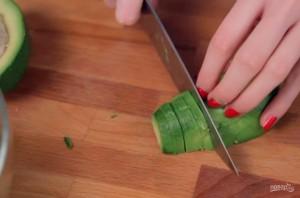 Салат с авокадо и хурмой - фото шаг 1