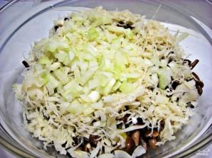 Салат с квашеной капустой - фото шаг 5