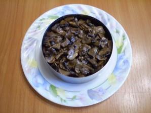 Салат с грибами слоями - фото шаг 7