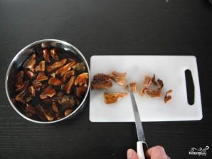 Курица с грибами в горшочке - фото шаг 2