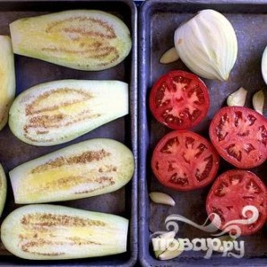 Суп с запеченными баклажанами и помидорами - фото шаг 1