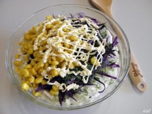 Салат с консервированной кукурузой - фото шаг 4