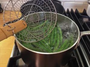 Салат из спаржевой фасоли - фото шаг 2