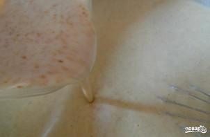 Тонкие блины на сыворотке - фото шаг 2