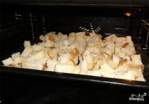 Гренки с чесноком в духовке - фото шаг 4