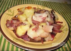 Картофель, запеченный с яблоками и красным луком - фото шаг 4
