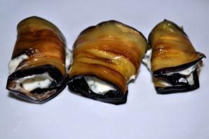 Рулеты из баклажанов с чесноком - фото шаг 5