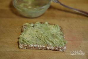 Тост с авокадо и яйцом - фото шаг 5