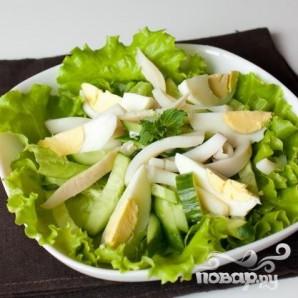 Салат из кальмаров, яиц и огурца - фото шаг 5