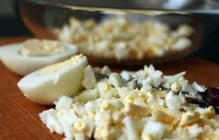 Салат из яиц и кукурузы - фото шаг 2