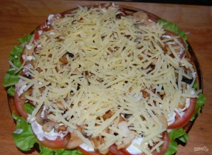 Слоеный салат с шампиньонами - фото шаг 7