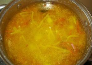 Суп с колбасой и вермишелью - фото шаг 11
