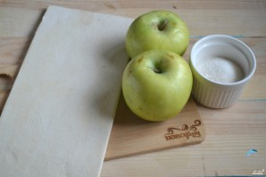 Розочки из слоеного теста с яблоками - фото шаг 1