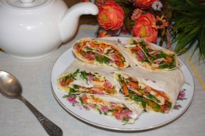 Закуска из лаваша с корейской морковкой - фото шаг 5