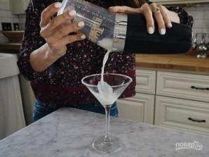 Алкогольный коктейль со сливками - фото шаг 4