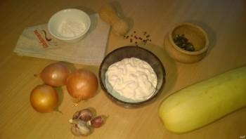 Кабачки в духовке под сметанным соусом - фото шаг 1