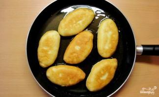 Пирожки жареные с мясом - фото шаг 9